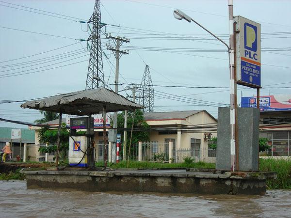 riverpetrolstationv2.jpg